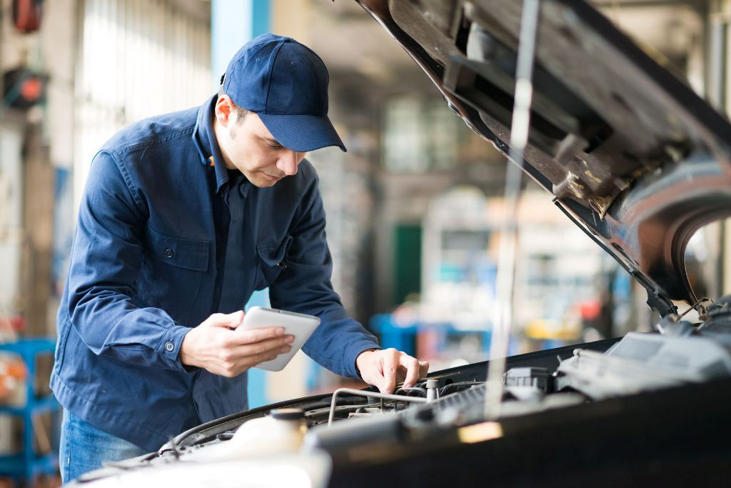 How an SMS Feature Boosts Autoshop Business